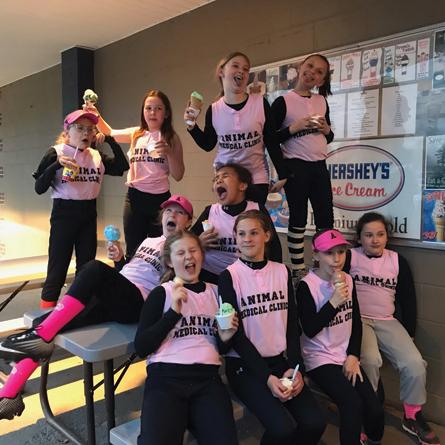 softball team with ice cream